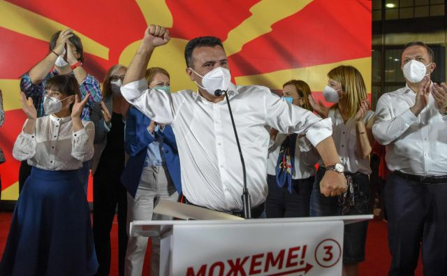 Po tesni zmagi koalicije na čelu s socialdemokratsko SDSM Zorana Zaeva bo nekdanji premier težko nadaljeval reformsko agendo.Foto: Robert Atanasovski/Afp