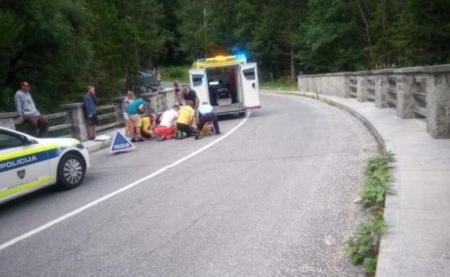 Rolkar se je ponesrečil na mostu čez Limarico. FOTO: Očividec
