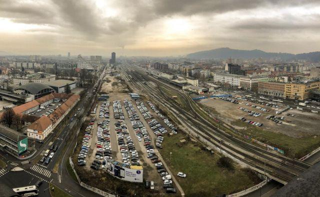 Država bo novo avtobusno in železniško postajo v Ljubljani gradila hkrati z zasebni investitorjem, kar je novost. FOTO: Voranc Vogel/Delo