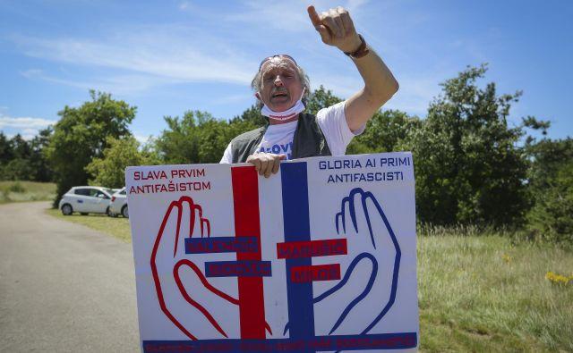 Slava prvim antifašistom, bazoviškim žrtvam. FOTO: Jože Suhadolnik/Delo