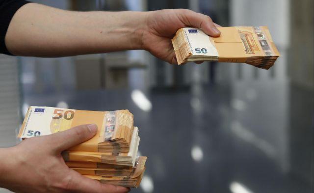 Podjetja in podjetniki so do zdaj prejeli za okoli 1,7 milijarde evrov pomoči. Od tega je nekaj več kot polovica pomoči povratnih sredstev. FOTO:Leon Vidic/Delo