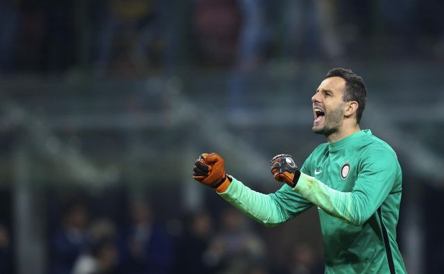 Samir Handanović bo sprejel drevi velik izziv na gostovanju v Rimu, Inter bo želel premagati Romo. FOTO: Stefano Rellandini/Reuters
