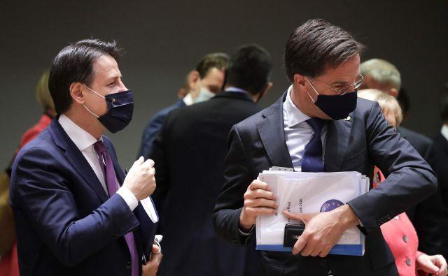 Italijanski premier Giuseppe Conte in njegov nizozemski kolega Mark Rutte na vrhu v Bruslju. Foto: Stephanie Lecocq/Afp