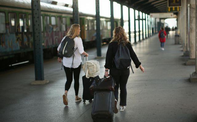 Iz Slovenije se je lani odselilo 6598 slovenskih državljanov oziroma 2839 več, kot se jih je vanjo priselilo. FOTO: Jure Eržen/Delo