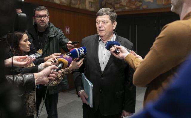 """Nemir in razprtije v Desusu so vse bolj očitni. Nezadovoljstvo zaradi sodelovanja stranke v vladi Janeza Janše je za zdaj rezultiralo v treh nezaupnicah pokrajinskih odborov predsednici Aleksandri Pivec. """"Ne vem kaj bo jeseni,"""" pravi vodja poslanske skupine Franc Jurša. FOTO: Voranc Vogel"""