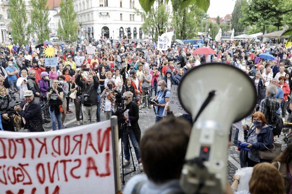 FOTO:Protestniki so organizirali ljudsko skupščino