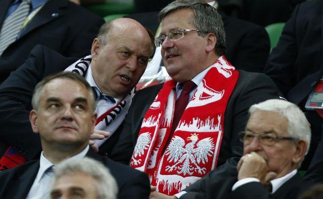 Ko je bil Grzegorz Lato (levo) prvi mož Poljske nogometne zveze, je domači euro 2012 spremljal skupaj s tedanjim predsednikom države Bronislawom Komorowskim. FOTO: Dominic Ebenbichler/Reuters