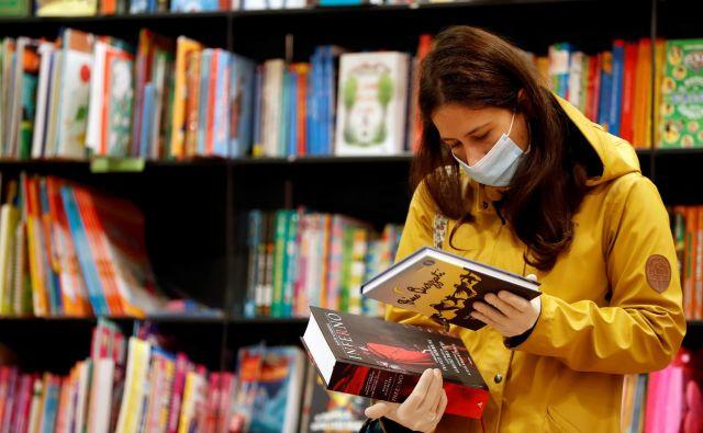 Branju knjig v Italiji po podatkih zadnje raziskave namenjajo manj kot uro časa na dan. Foto Reuters