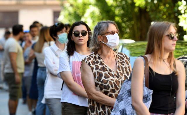 Od ponedeljka popoldne so na Hrvaškem potrdili še 49 okužb z novim koronavirusom, umrla je ena oseba s covidom-19. FOTO: Denis Lovrović/AFP