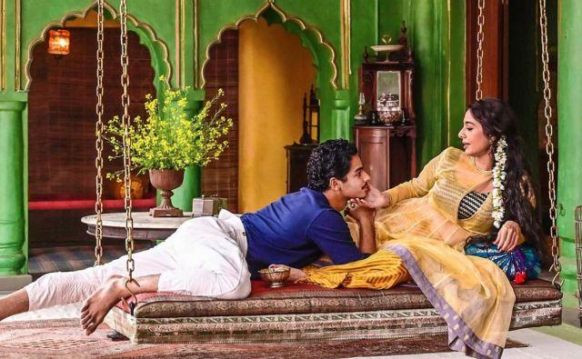 V šestdelni tv seriji po romanu Vikrama Setha A Suitable Boy v režiji Mire Nair igra 110-članska indijska zasedba. Foto BBC