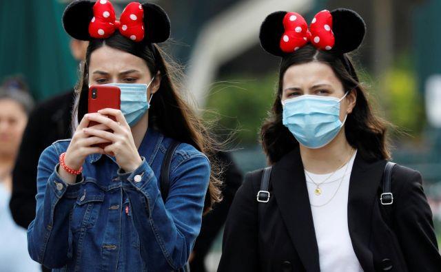 Vseh 65 let, kolikor obstajajo parki Disneyland, nobena kriza še ni tako zelo vplivala na smeh in optimizem. FOTO: Charles Platiau/Reuters
