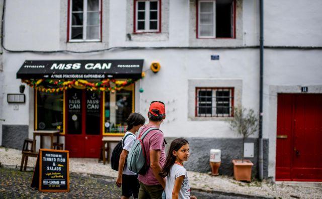 V Lizboni se virus spet širi, zato so ljudje pozvani, naj ostanejo doma.<br /> Foto Patricia De Melo Moreira/Afp