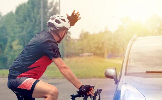 Videti si kolesar, imaš kolo, specialko, vso potrebno opremo in čelado na glavi, nimaš pa kančka pameti pod njo!FOTO: Shutterstock