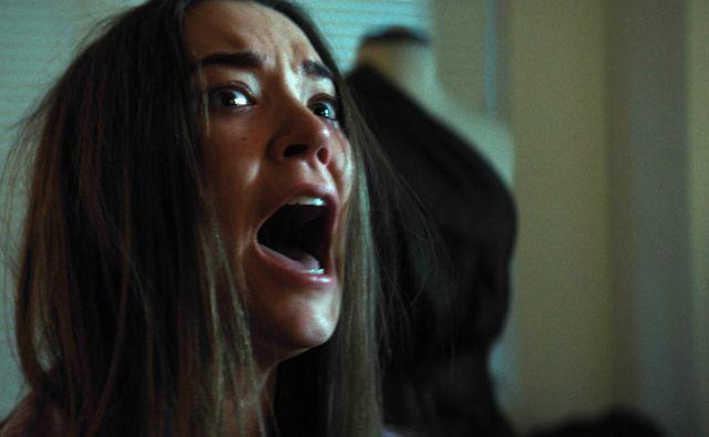 1BR je zgodba o mladi ženski v dvajsetih letih, ki pred zamero, ki jo zaradi materine smrti čuti do očeta, pobegne v Los Angeles.<br /> Foto Promocijsko Gradivo