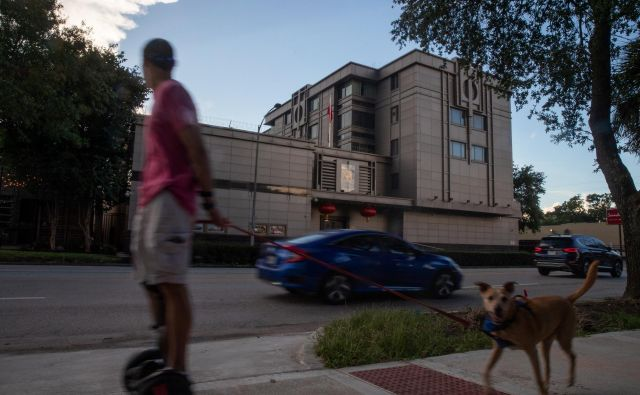 Washington je ukazal zaprtje kitajskega konzulata »s ciljem zaščite ameriške intelektualne lastnine in zasebnih podatkov ameriških državljanov«. Foto: Adrees Latif/Reuters