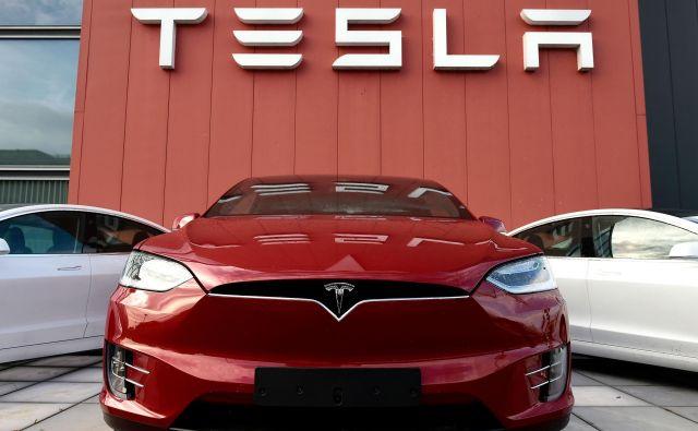Tesla je prejšni teden presenetil vlagatelje, saj je kljub krizi zaradi koronavirusa v minulem četrtletju ustvaril 104 milijone dolarjev dobička. FOTO: John Thys/AFP