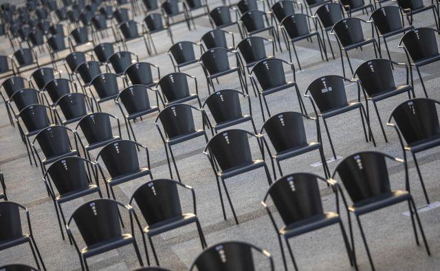 Kam vse živo hiti? Kako si razlagati beg <em>iz mesta</em>, v tihe pristave na Krasu, v Prekmurju, na Kozjanskem – kot bi zadnja ura bíla? FOTO: Voranc Vogel