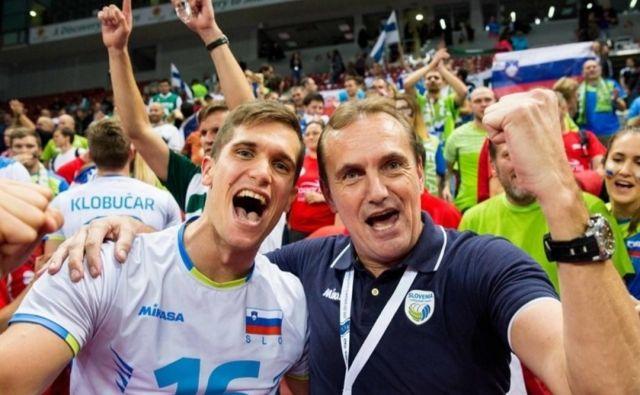 Gregor Ropret in njegov oče Metod Ropret sta lani na EP v Stožicah ponosno slavila veliko zmago proti Rusiji. FOTO: osebni arhiv