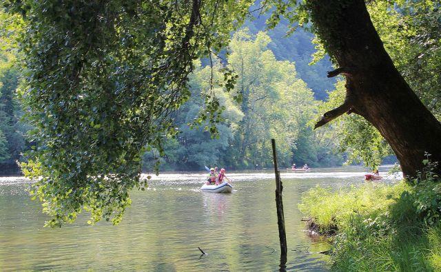 Vodni športi so sestavni del letovanja v Kolpski dolini. FOTO: Simona Fajfar