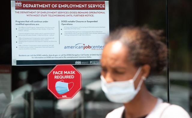 44-letna Diana Yitbarek zapušča zavod za zaposlovanje v prestolnici Washington.Foto Saul Loeb Afp
