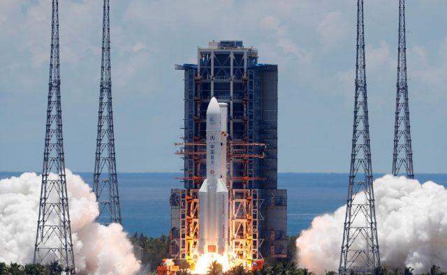 Raketa Dolgi pohod 5 je proti Marsu ponesla odpravo Vprašanja nebu 1. FOTO: Carlos Garcia Rawlins/Reuters
