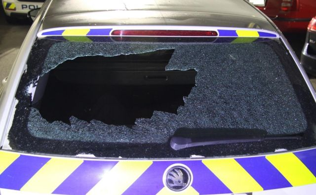 Znesli so se nad službenim vozilom policije. FOTO: PU Novo mesto