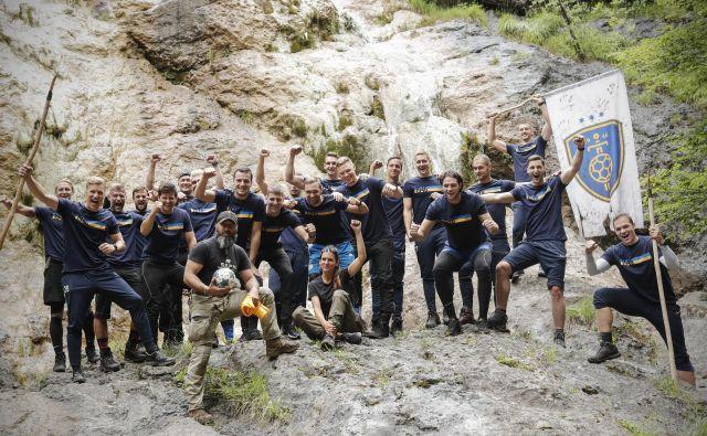 Celjani so utrjevali moštveni duh v divjini Notranjskega regijskega parka, kjer so se učili tudi spretnosti preživetja. FOTO: Uroš Hočevar