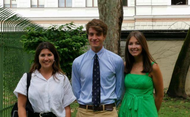 Študenti slovenskih korenin, ki so prišli na neformalno izobraževanje v Slovenijo, bi tu ostali: (z leve) Nadia Magister iz Argentine, David Turk in Ana Vombergar iz ZDA. Foto Milena Zupanič