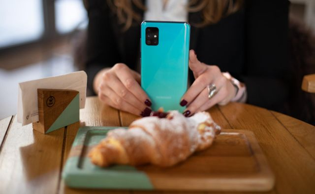 Galaxy A51 in A71 pametna telefona imata kar štiri kamere. FOTO: Samsung