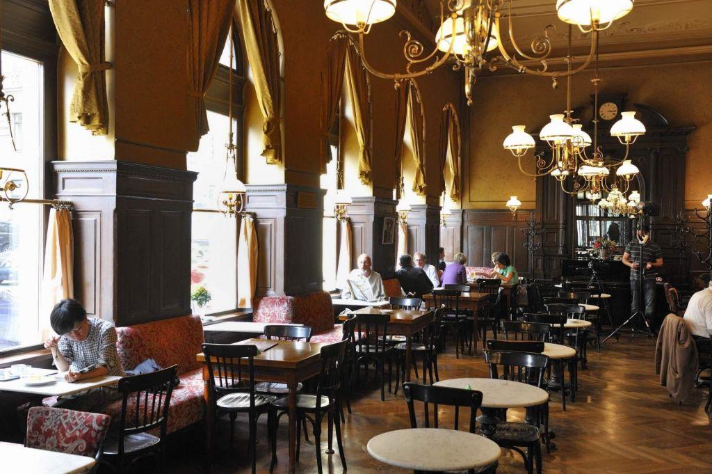 FOTO:Dunajski kavarniški duh na bone