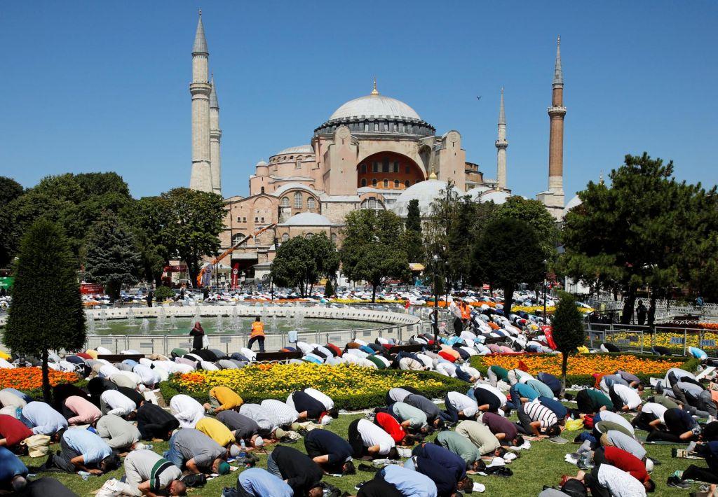 Med Turčijo in Grčijo ostra izmenjava besed zaradi Hagije Sofije
