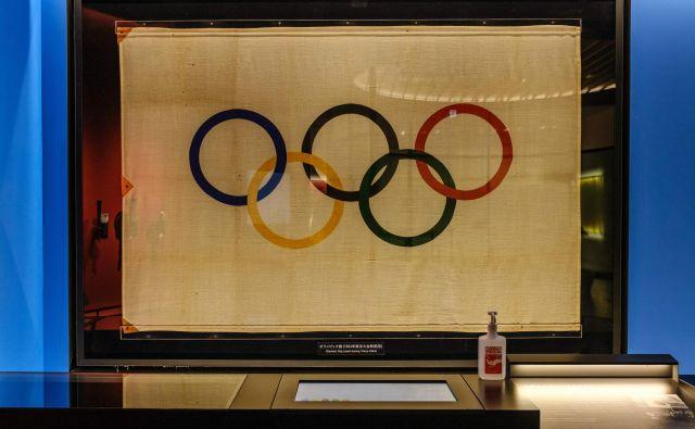 Eden od simbolov olimpijskih iger je tudi olimpijska zastava. FOTO:Philip Fong/AFP