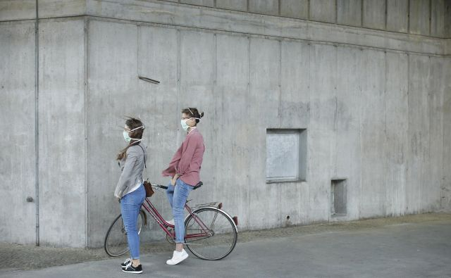 Čeprav milenijcem in generaciji Z čas ne prizanaša, ostajajo optimisti. Foto: Jure Eržen/Delo