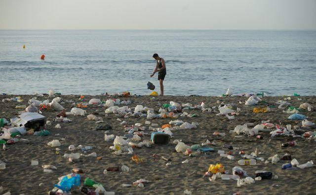 V Uniji naj bi davek ne nereciklirano plastiko znašal 80 centov na kilogram. V ozadju tega je tako polnjenje blagajne kot skrb za okolje. FOTO: Jon Nazca/Reuters