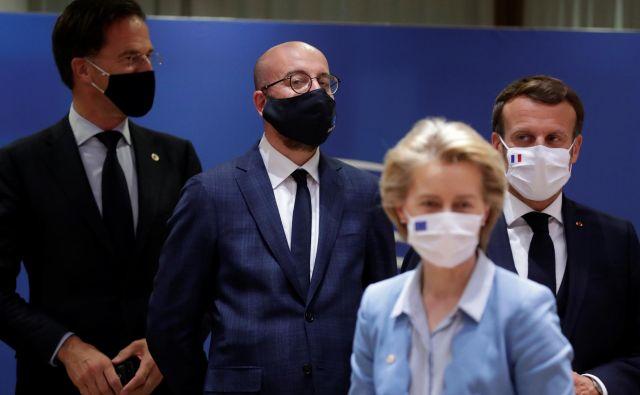 Nizozemski premier Mark Rutte, predsednik evropskega sveta Charles Michel, francoski predsednik Emmanuel Macron in predsednica komisije Ursula von der Leyen. Foto: Stephanie Lecocq/Reuters