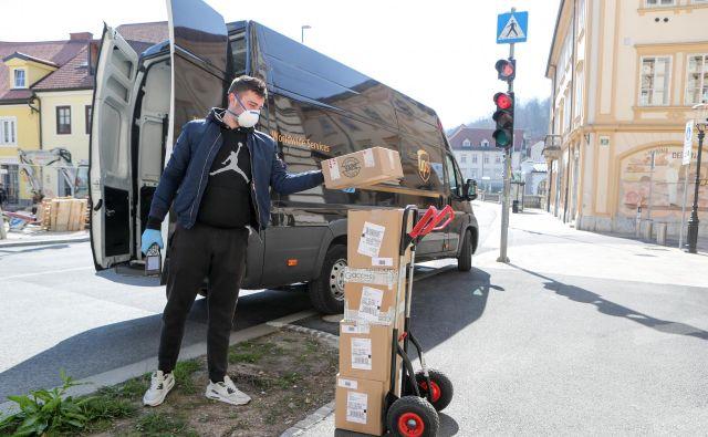 Več e-poslovanja pomeni tudi več dela za dostavne službe.<br /> FOTO: Marko Feist