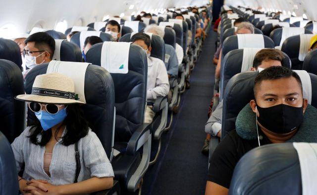 Zaradi koronavirusa je vsak turizem postal avanturističen. Človek ne more nikoli z gotovostjo vedeti, kdaj mu bo epidemiološka sekira presekala dopust, kdaj se bo moral spopasti z novimi ukrepi izolacije, testiranja … FOTO: Nguyen Huy Kham/Reuters