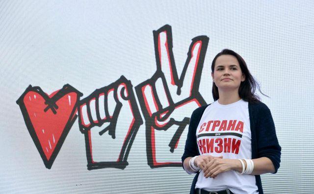 Svetlana Tihanovska se je v volilno tekmo spustila po tem, ko so aretirali njenega moža Sergeja, ki je veljal za najresnejšega tekmeca Lukašenku. FOTO: Sergej Gapon/AFP