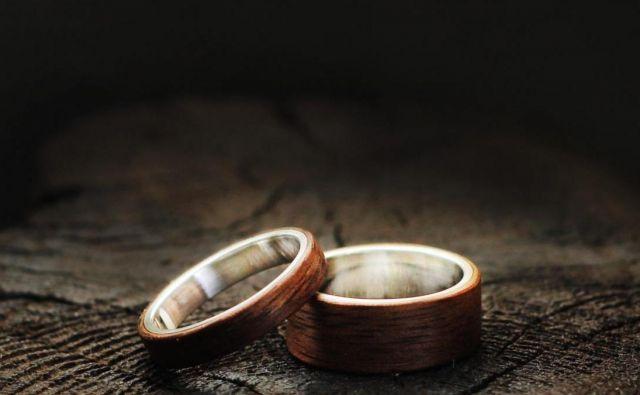 Lesena poročna prstana. Foto Osebni Arhiv