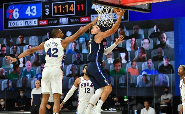 Luka Dončić je tudi med dvobojem s Philadelphio prihranil prestavo ali dve za nadaljevanje lige NBA in končnico. FOTO: Jesse D. Garrabrant/AFP