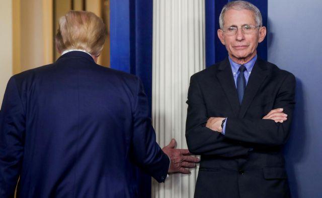 Arhetipski podobi bleferja in piflarja sta Donald Trump in vodilni ameriški epidemiolog dr. Anthony Fauci. FOTO: Jonathan Ernst/Reuters