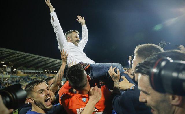 Dušan Kosić ni bil veliko breme za svoje fante, so si ga pa vsi skupaj naložili z osvojitvijo naslova. FOTO: Uroš Hočevar