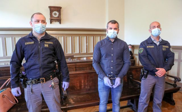 Miljanu Božilovu so do pravnomočnosti sodbe podaljšali pripor. FOTO: Marko Feist/Slovenske novice