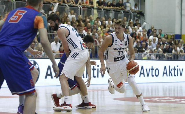 30. julija 2017 je Luka Dončić odigral prvo tekmo v slovenskem dresu v Rogaški Slatini, letos ga šele čaka glavni del lige NBA. FOTO Leon Vidic