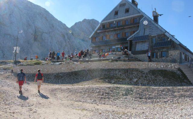 Planinska zveza Slovenije s prostovoljci bo skupaj z oskrbnikom in osebjem doma predstavila moto akcije »Biti inkluziven«. Foto Blaž Račič