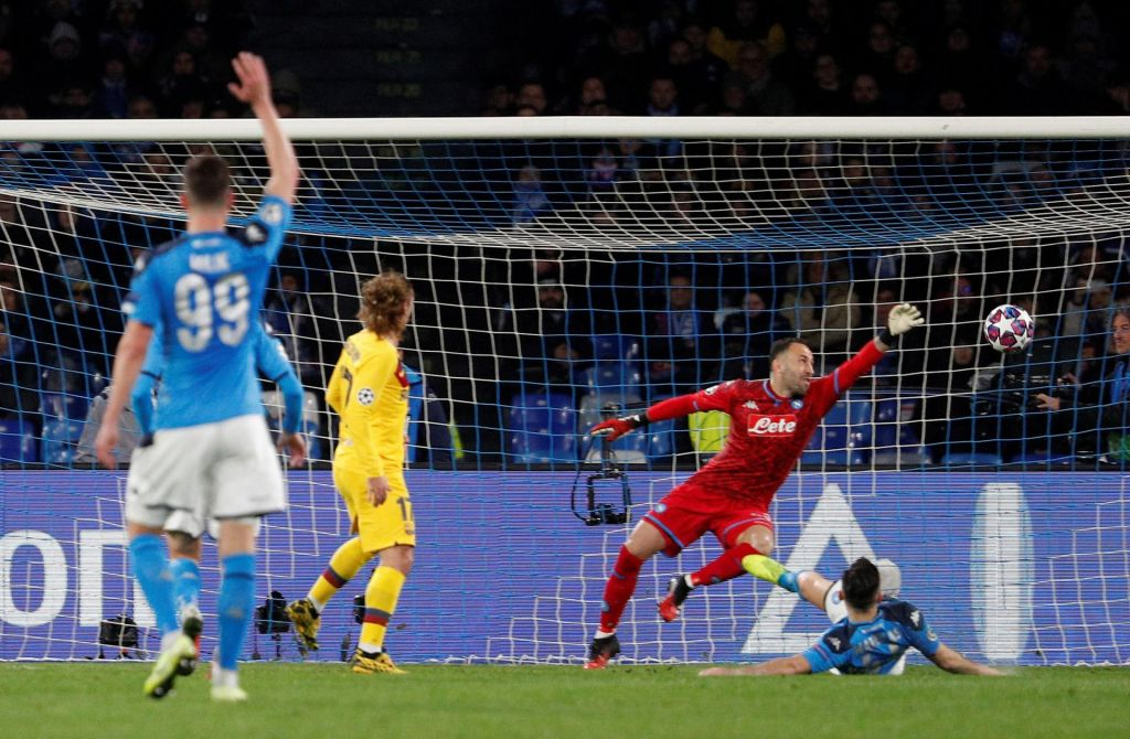 Lastnik Napolija nasprotuje povratni tekmi v Barceloni