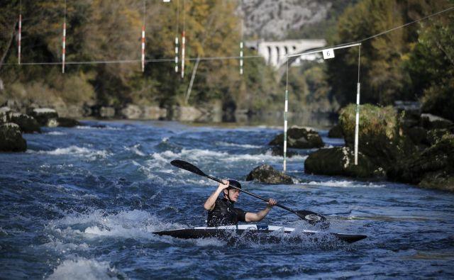 Novogoriška občina želi zagotoviti večjo varnost ob reki Soči v Solkanu. FOTO: Uroš Hočevar/Delo