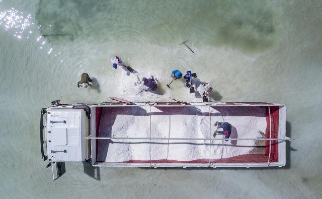 Delavci na slanišču Salar de Uyuni v Boliviji Foto Matjaž Krivic