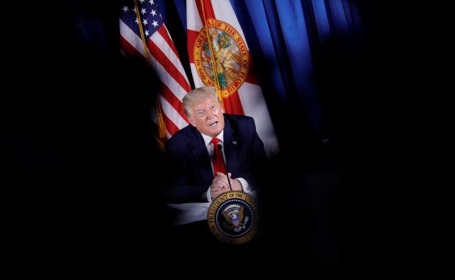 Donald Trump gre v boj s priljubljenim družbenim omrežjem. FOTO: Tom Brenner/Reuters