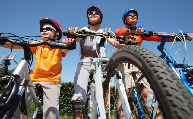V knjigi je kar 50 kolesarskih izletov, ki so primerni tudi za manj zagnane kolesarje, ki obožujejo občutek svobode na kolesu. FOTO: Shutterstock